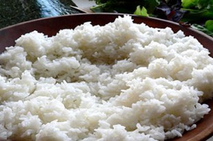 preparare riso per fare il sushi