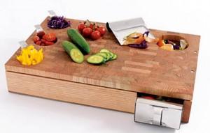 tagliere con zucchine e pomodori