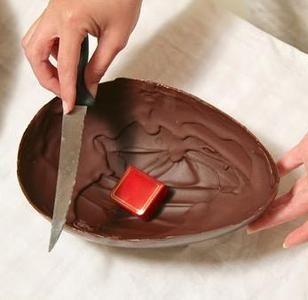 Pasqua come fare le uova di cioccolato in casa tecnichef - Uova di pasqua in casa ...