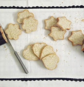 preparare e tagliare pane tartine