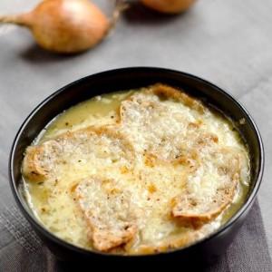 ricetta zuppa di cipolle gratinata
