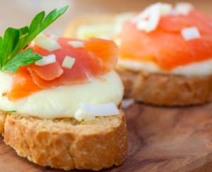 crostini salmone mozzarella