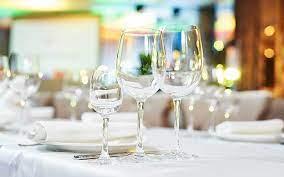 bicchieri in tavola